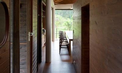 都幾川縁りのハイブリッド・ハウス/Onさんの家 (玄関-回廊)