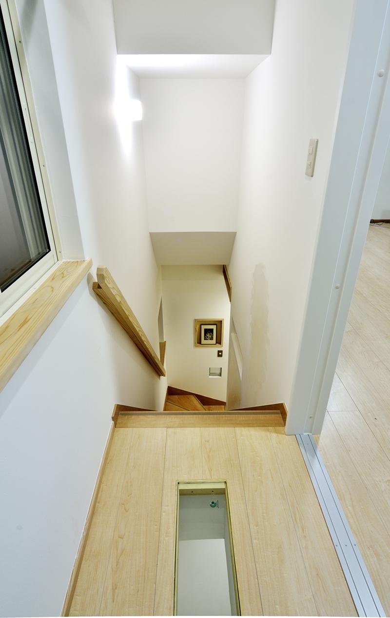 その他事例:明るく安心、手すり付き階段。(12坪のタイムスリップ)