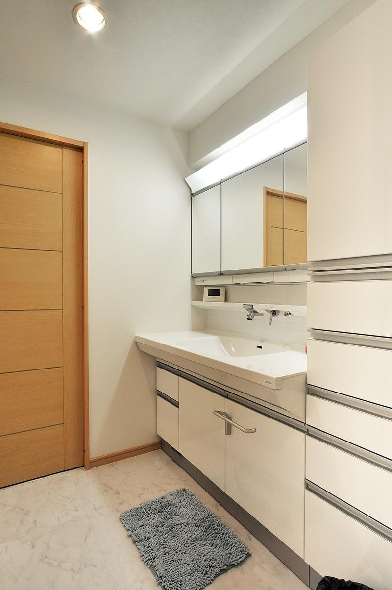 センターキッチンの住まい (広くて使いやすい洗面室)