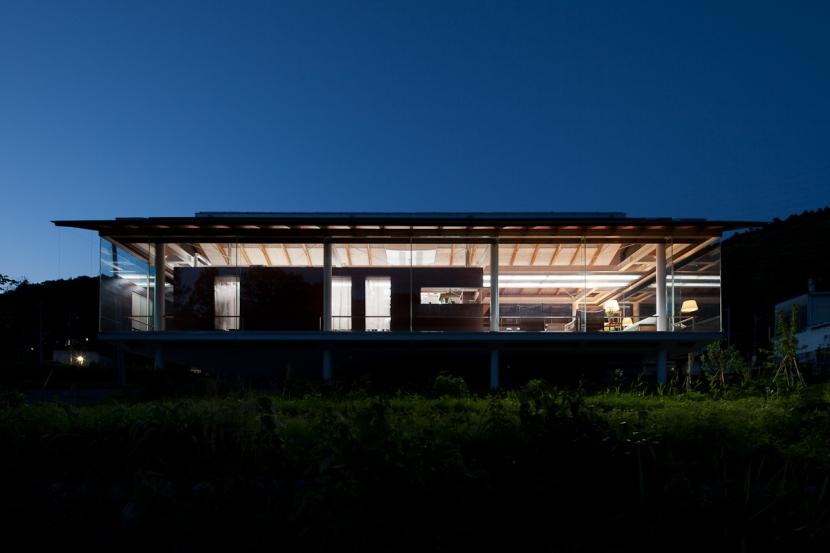 都幾川縁りのハイブリッド・ハウス/Onさんの家の部屋 外観、夜景