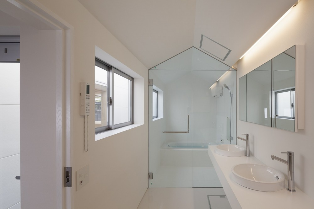 高松の平屋 (洗面脱衣室,浴室)