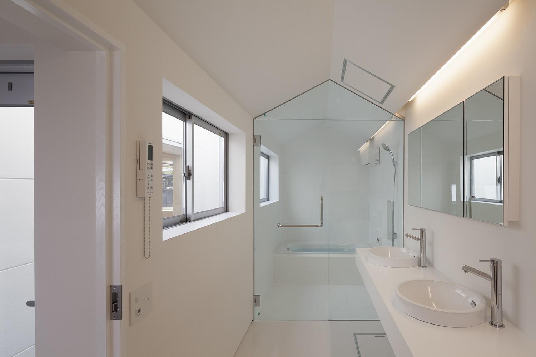 バス/トイレ事例:洗面脱衣室,浴室(高松の平屋)