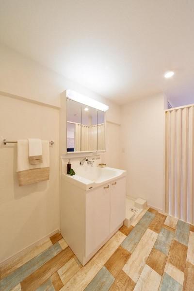 洗面室もシンプルに。 (仕事のためのベースキャンプ)