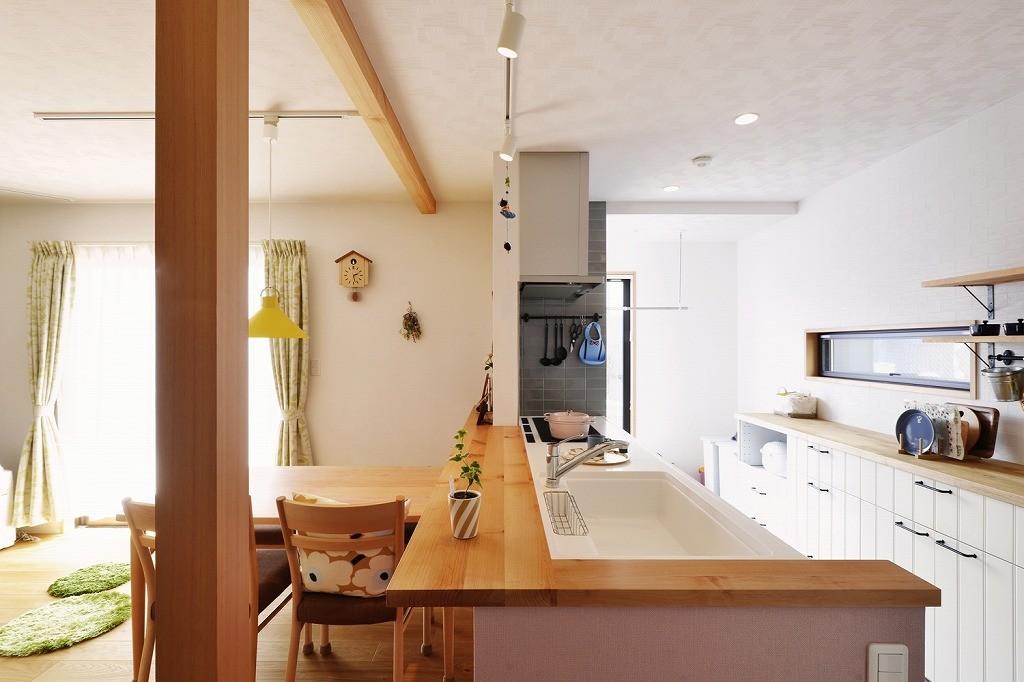 キッチン事例:キッチン(子どもを囲む、和やかな時間)