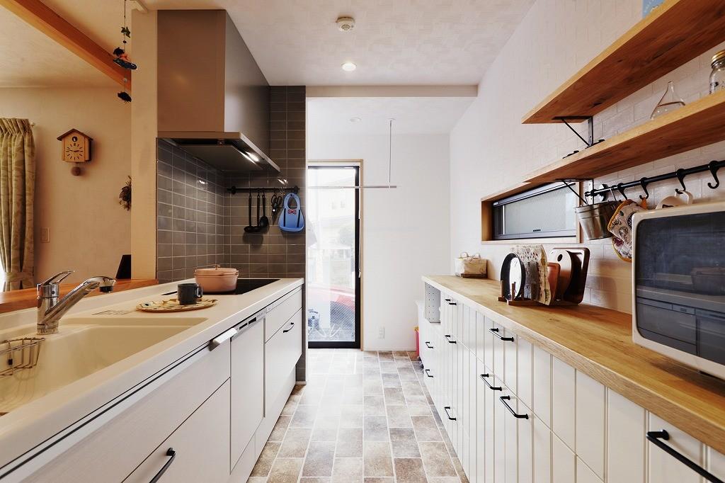 キッチン事例:家事動線(子どもを囲む、和やかな時間)