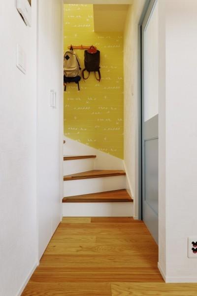 階段 (子どもを囲む、和やかな時間)