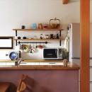 子どもを囲む、和やかな時間の写真 キッチンカウンター