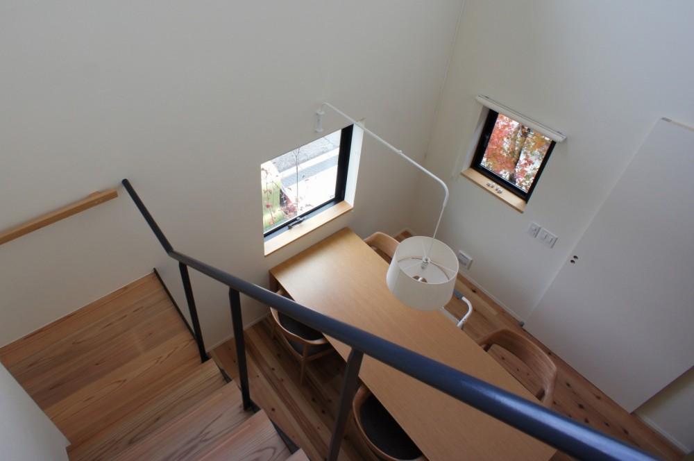 北大和の家 (吹抜け・階段)