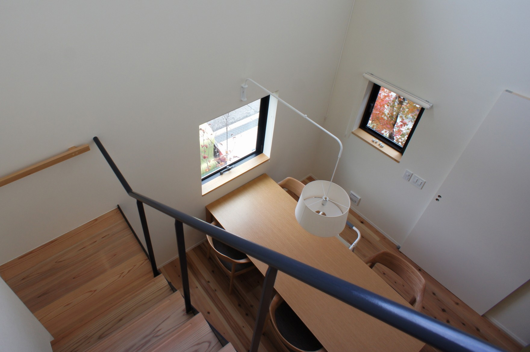 リビングダイニング事例:吹抜け・階段(北大和の家)