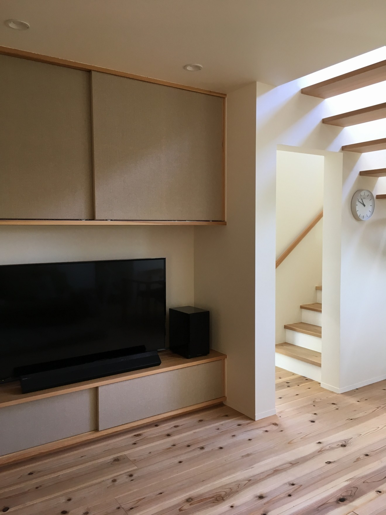 リビングダイニング事例:リビング階段・造作家具(北大和の家)