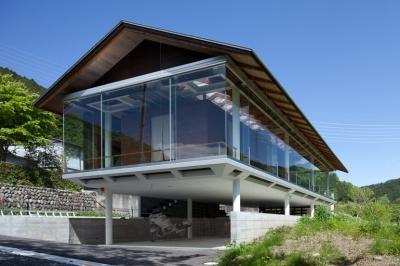 都幾川縁りのハイブリッド・ハウス/Onさんの家 (道路側外観)