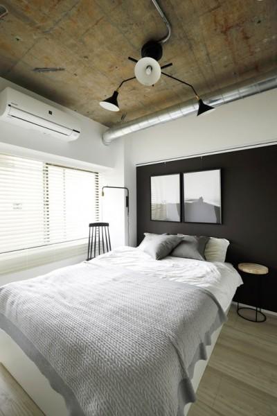寝室はクールに (背伸びしない現実の暮らしに即しつつも、夢と遊び心はしっかりと取り入れて。)