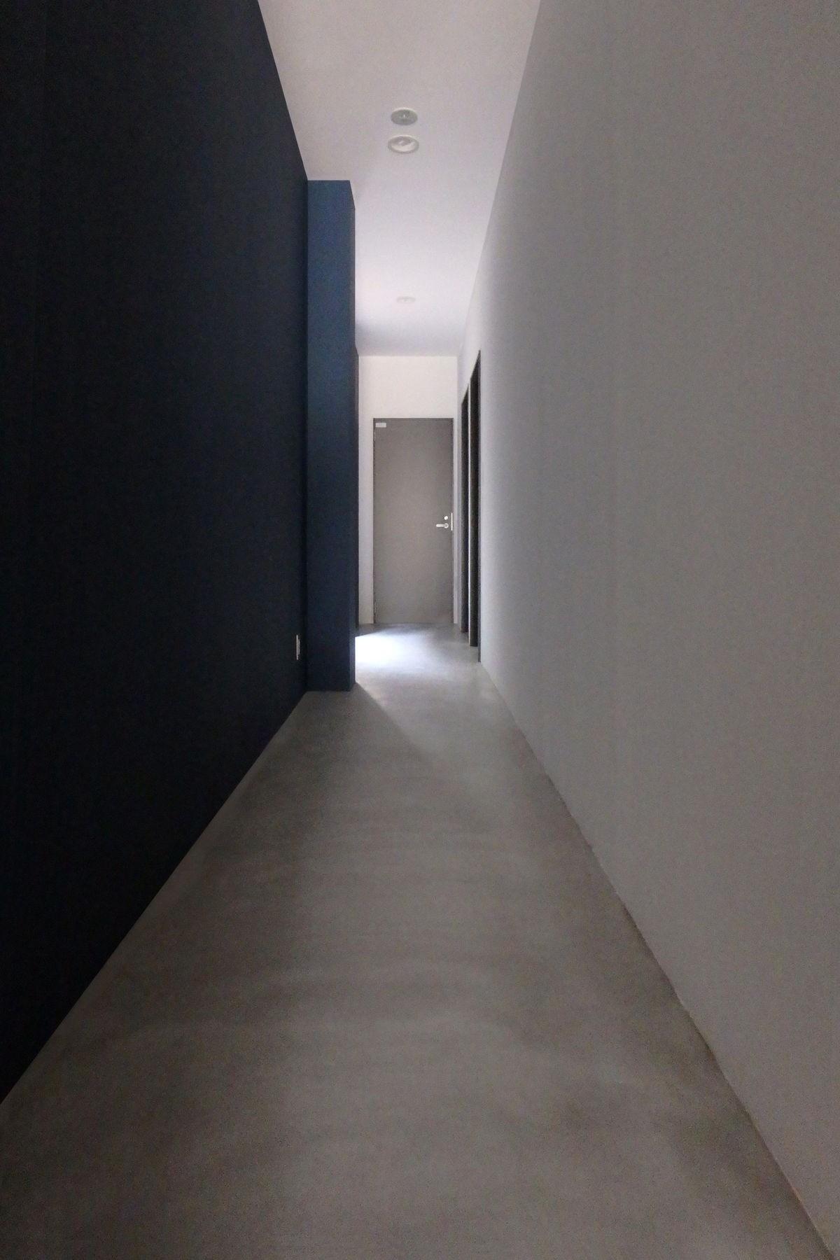 その他事例:1階廊下(Kururi|倉庫・工場をコンバージョンしたゲストハウス・シェアハウス【奈良市】)
