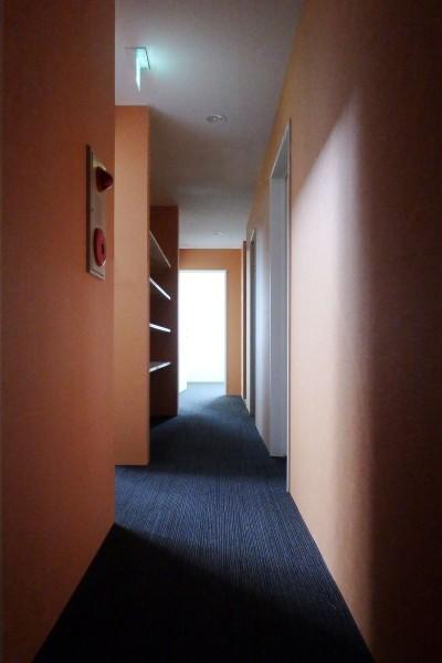 2階廊下 (Kururi|倉庫・工場をコンバージョンしたゲストハウス・シェアハウス【奈良市】)