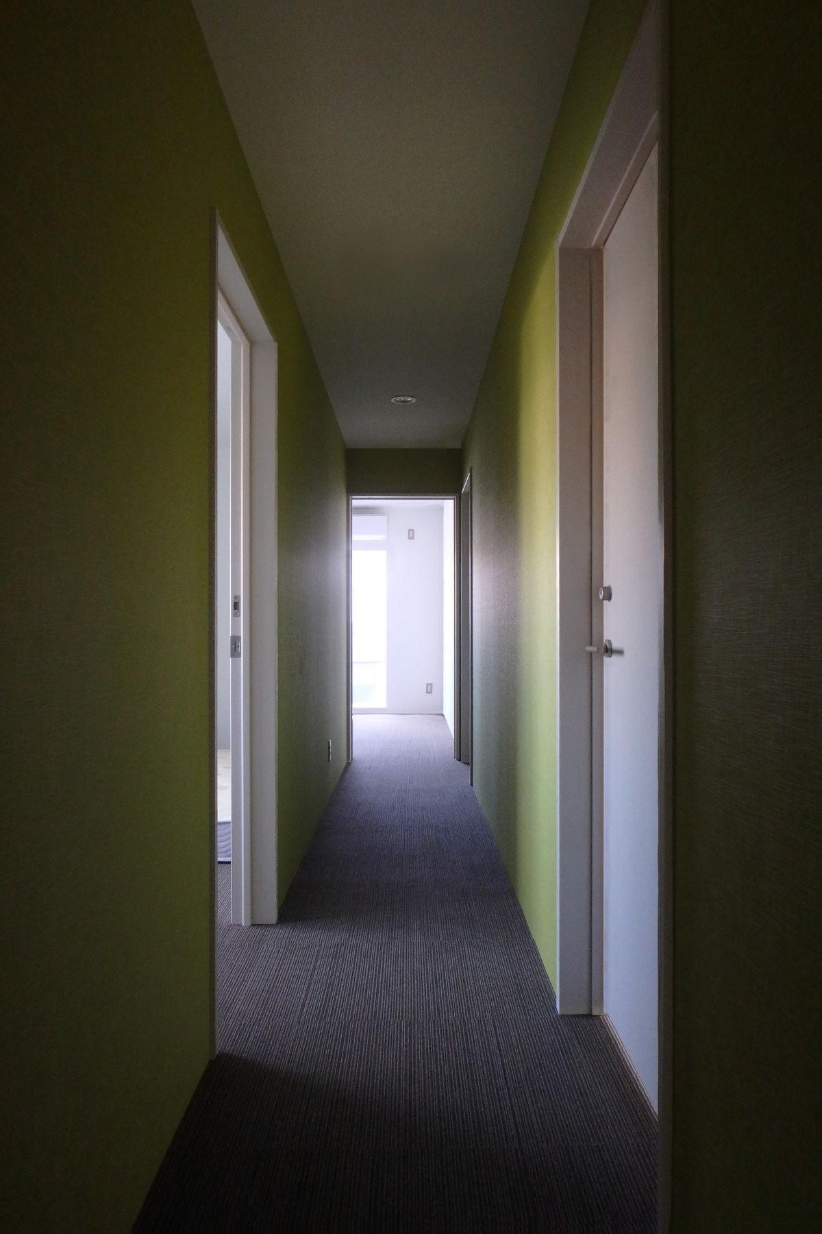 その他事例:3階廊下(Kururi|倉庫・工場をコンバージョンしたゲストハウス・シェアハウス【奈良市】)