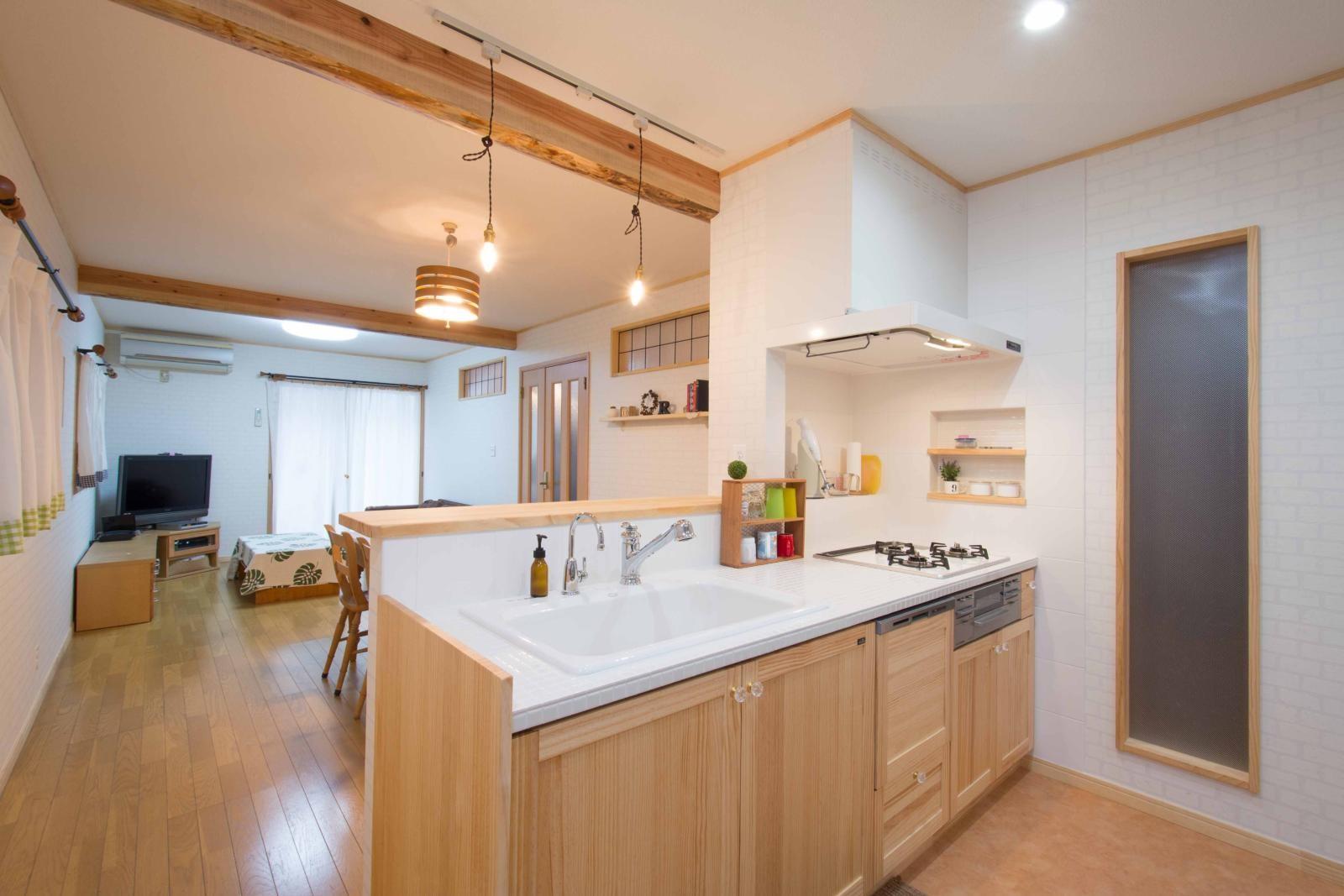 キッチン事例:キッチン(室内にも明り取り窓を付けて明るく!戸建てリフォーム)