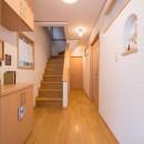 室内にも明り取り窓を付けて明るく!戸建てリフォームの写真 階段