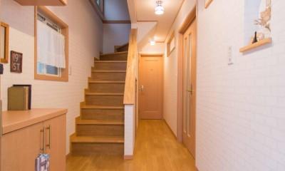 室内にも明り取り窓を付けて明るく!戸建てリフォーム (階段)