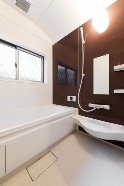 浴室 (二階建てを一階建てに減築し、間取りも完全リフォーム)