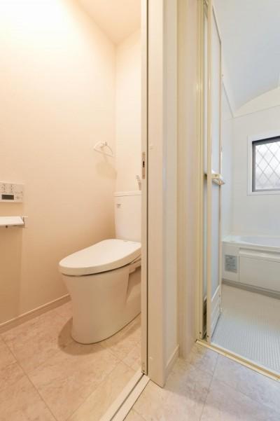 トイレ (二階建てを一階建てに減築し、間取りも完全リフォーム)