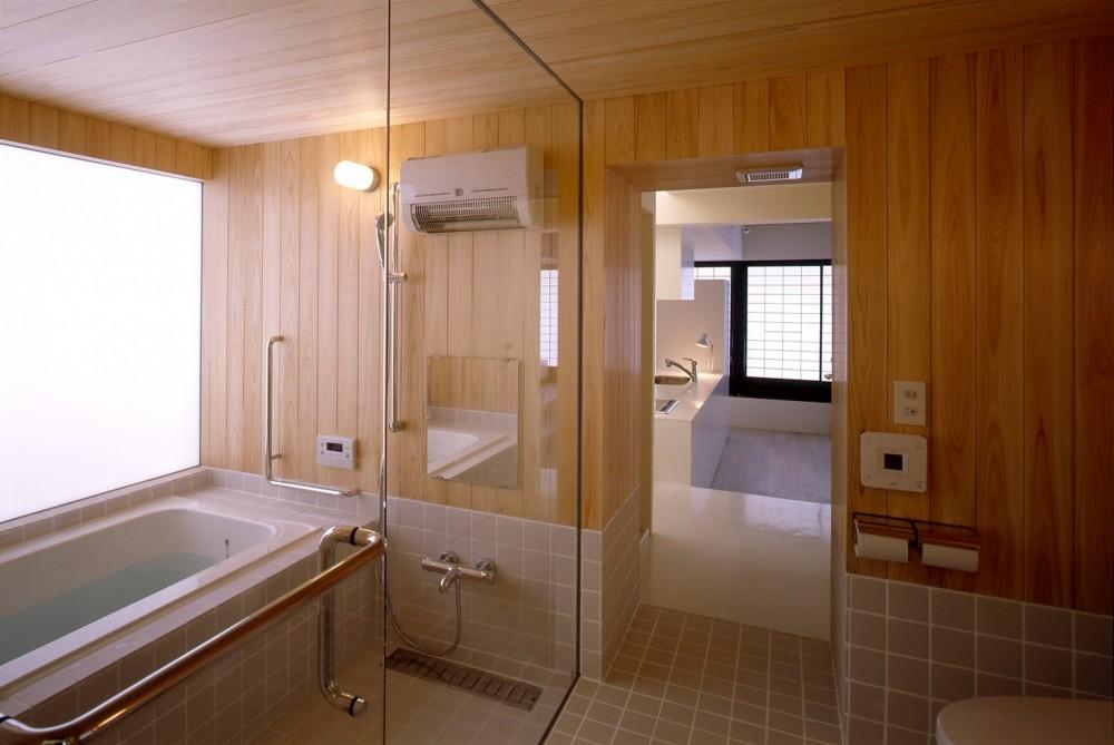 湯沢の住宅 (浴室)