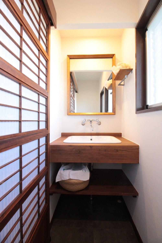 湘南に佇む古民家 (造作洗面台(2階トイレ内))