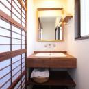 湘南に佇む古民家の写真 造作洗面台(2階トイレ内)