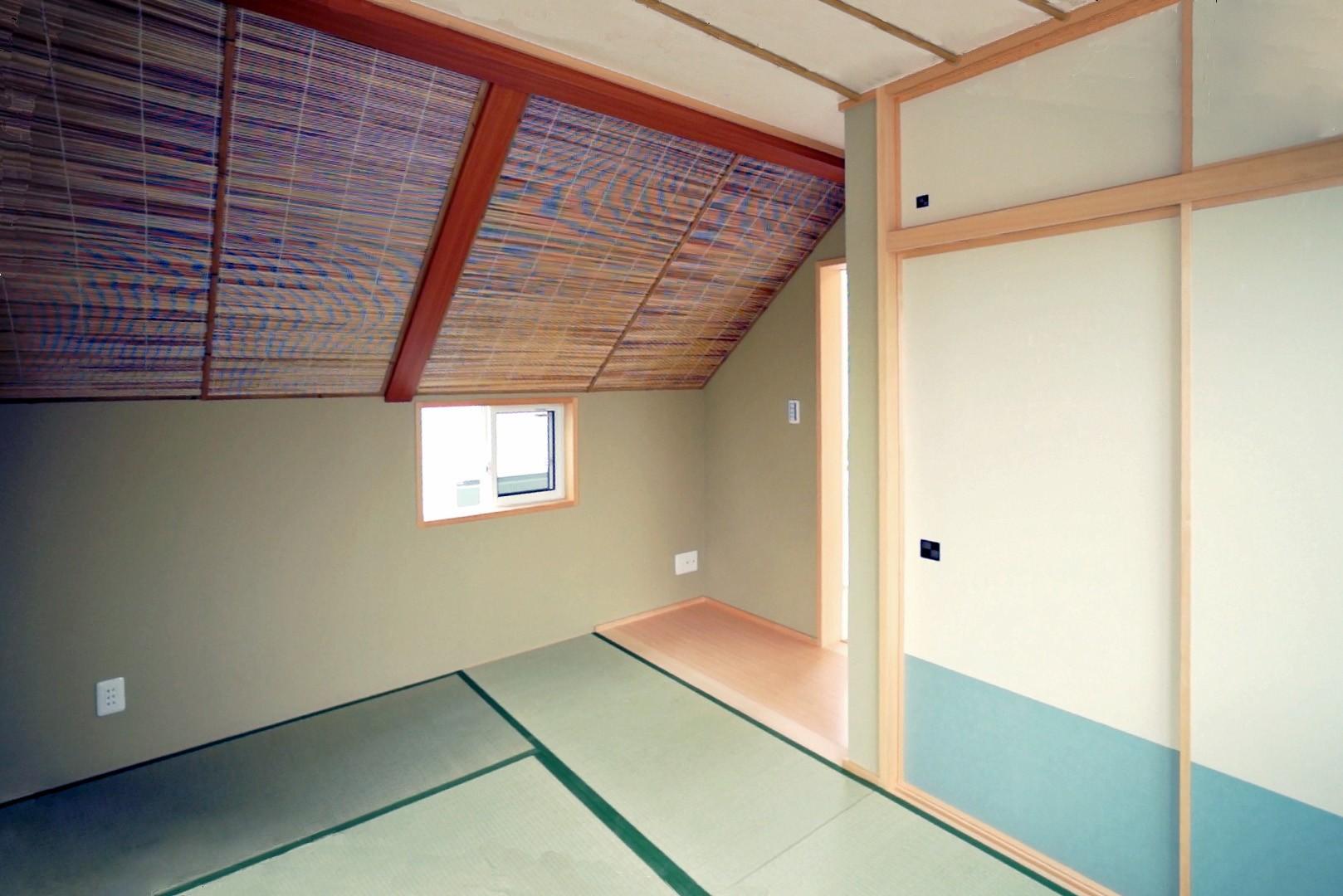 ベッドルーム事例:狭小住宅 東京(天然木羽目板とモザイクタイル貼りの、狭小住宅 東京)