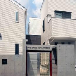 老朽化したアパート建替え。デザイナーズで土地有効活用 (デザイナーアパートのオートロック付きエントランス)