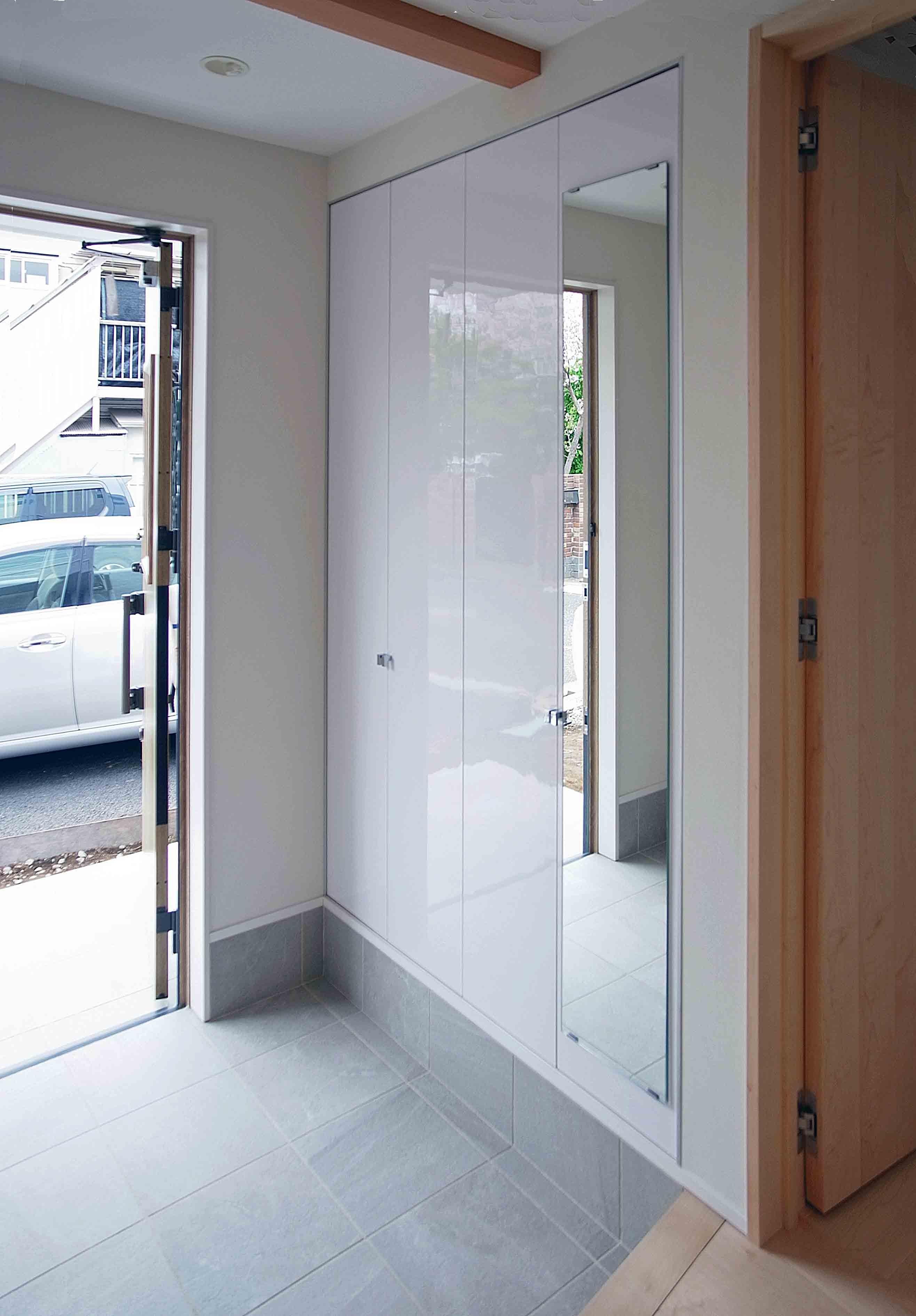 玄関事例:オーナー住居の玄関(老朽化したアパート建替え。デザイナーズで土地有効活用)