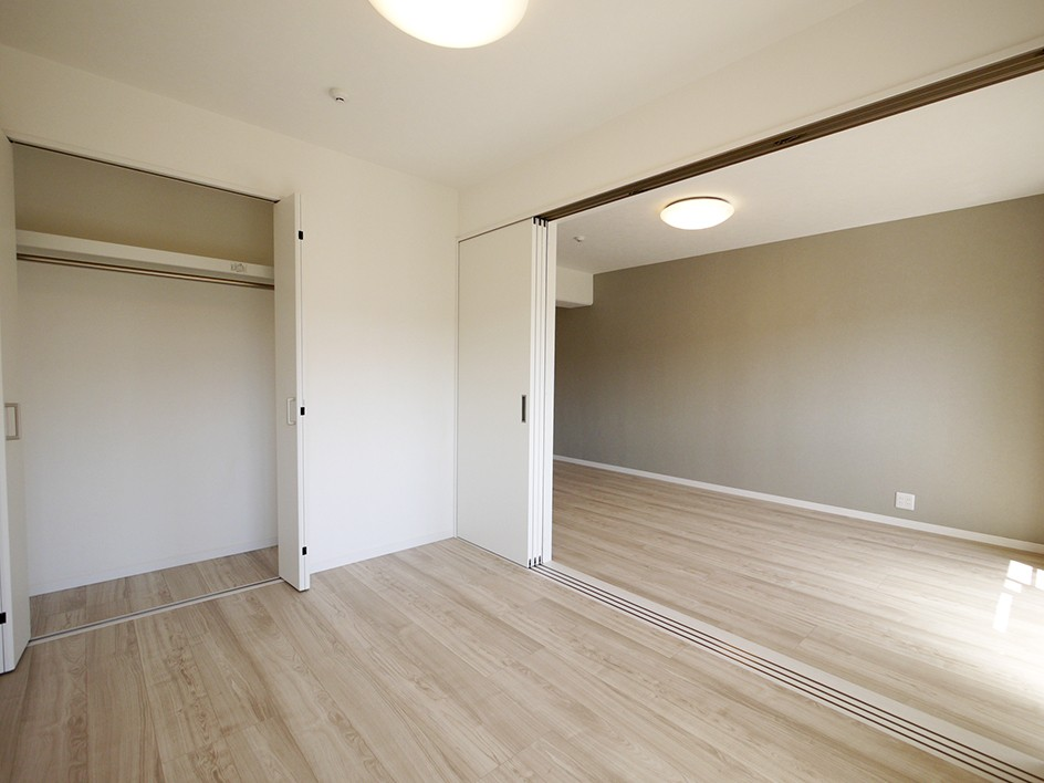 ベッドルーム事例:洋室(フレンチヘリンボーン柄の床)