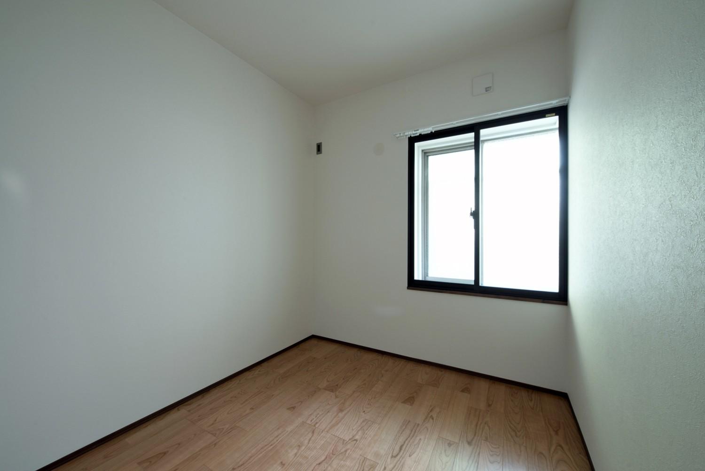 ベッドルーム事例:ベッドルーム(壁・天井もキッチンカウンターもモルタル仕上げの無骨でラフなマンションリノベーション)