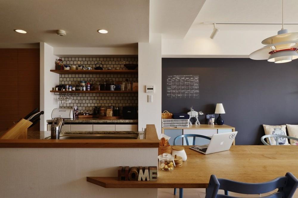 既存空間+ビンテージ家具、うまくとけ合うちょこっとリノベ (キッチン)