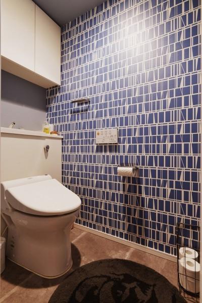 トイレ (既存空間+ビンテージ家具、うまくとけ合うちょこっとリノベ)