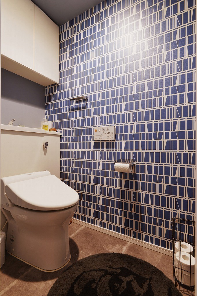 既存空間+ビンテージ家具、うまくとけ合うちょこっとリノベ (トイレ)