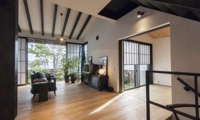 アレルギー反応を持つ子供が住むための和モダン住宅/美しい空気の家 (リビングダイニング)
