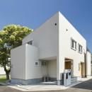 スキップフロアのある家~パッシブハウス~の写真 キューブ形の白い家