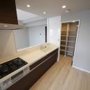 シックなカラーの上質空間の写真 キッチン
