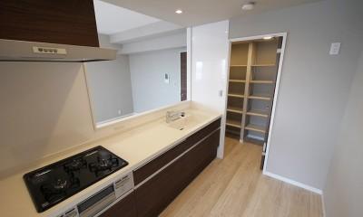 シックなカラーの上質空間 (キッチン)