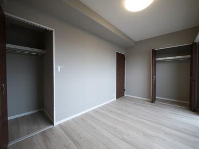 洋室 (シックなカラーの上質空間)