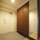 シックなカラーの上質空間の写真 玄関