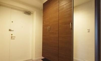 シックなカラーの上質空間 (玄関)