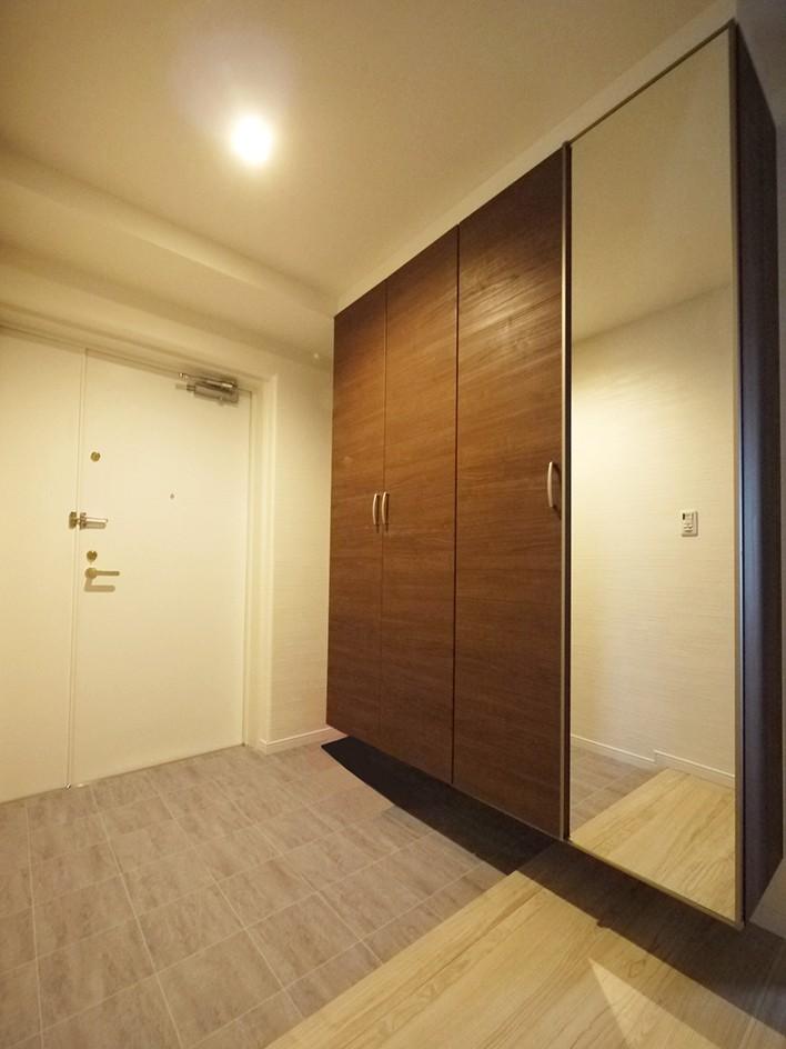 玄関事例:玄関(シックなカラーの上質空間)