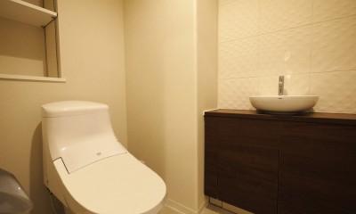 シックなカラーの上質空間 (トイレ)