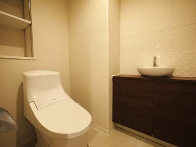 トイレ (シックなカラーの上質空間)
