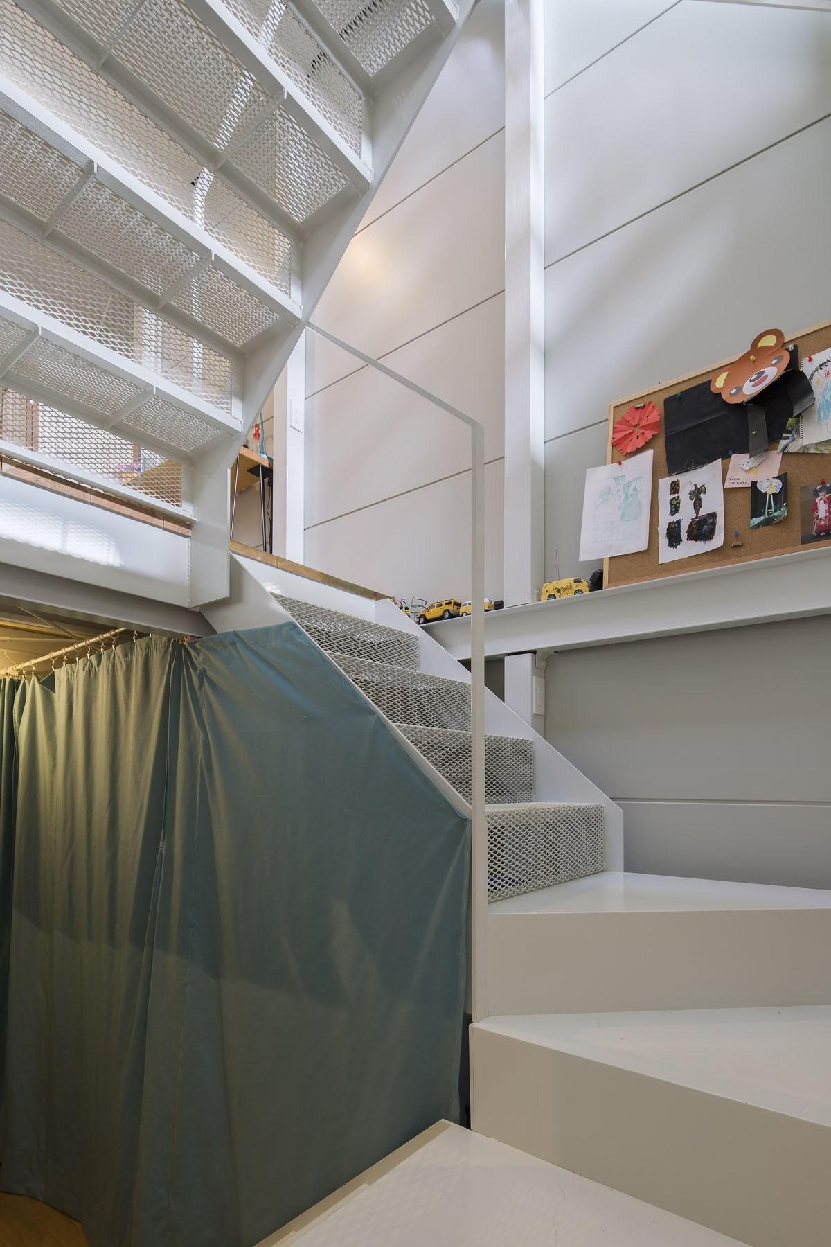 その他事例:階段(『』の家|鉄骨狭小スキップフロアのガレージハウス【大阪市】)