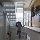 『』の家|鉄骨狭小スキップフロアのガレージハウス【大阪市】の写真 子供部屋からリビング。