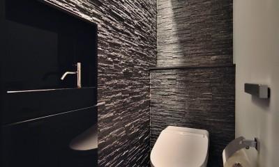 トイレ|石材タイルがアクセントのリビングと小上がりを兼ね備えた和モダンリノベーション