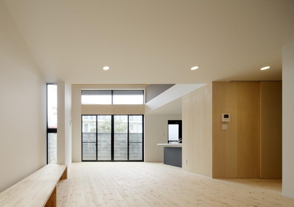 多層空間の家 (リビング・ダイニング)