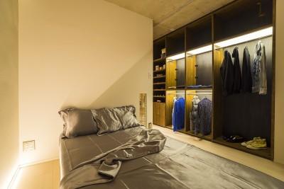 ドアがひとつの家 (Bedroom)